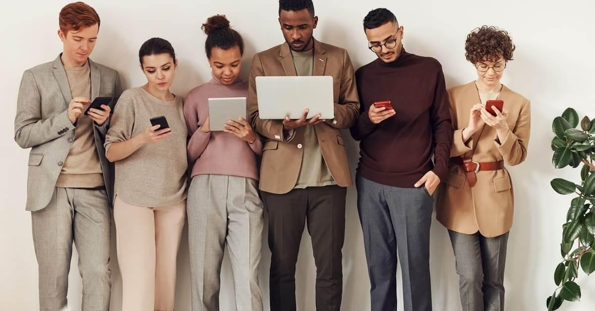Digital Experience Benchmark 2021 : le mobile est roi !